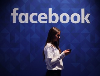 Facebook In Talks To Make Own TV Shows