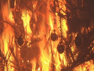 "Dublin Mother Warns ""Your Xmas Tree Could Burn Down Your House"""