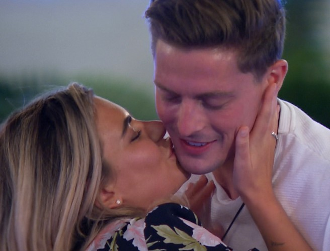 New Contestants Go Dating In Tonight's Episode Of Love Island