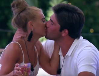 Jack & Dani Make It Official On Love Island