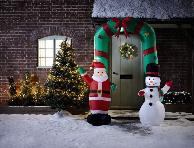 Aldi's Selling A 7ft Tall Inflatable Arch For Your Home This Christmas